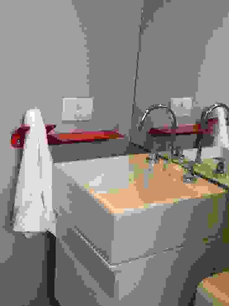 Design de Interiores Banheiros modernos por karen viegas arquitetura e gerenciamento Moderno