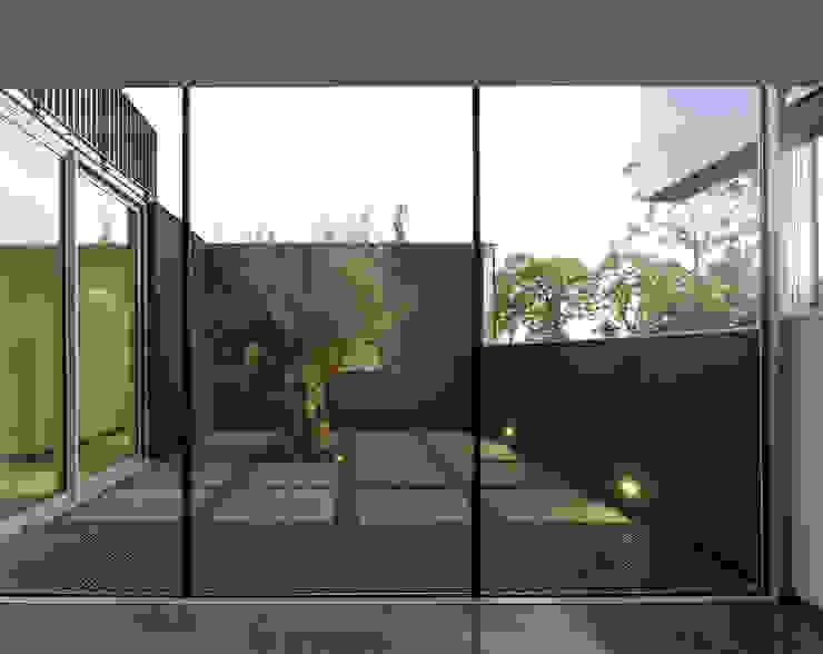 Balcones y terrazas de estilo moderno de Engelman Architecten BV Moderno