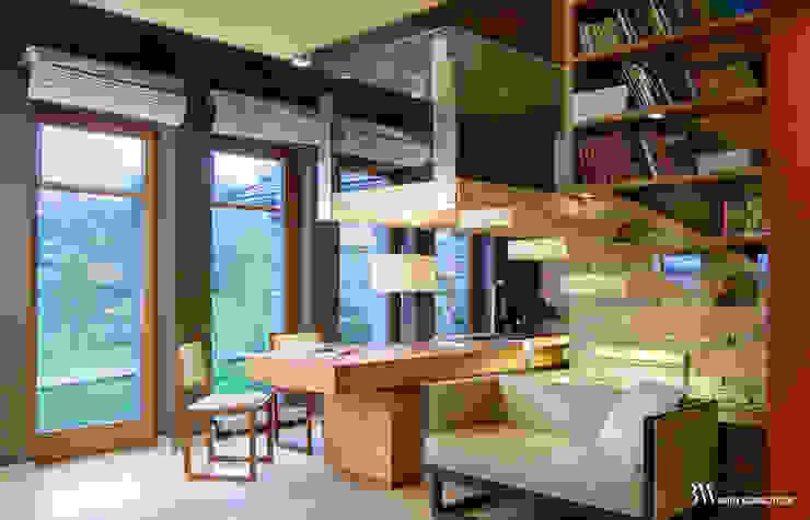 Studio moderno di Bartek Włodarczyk Architekt Moderno