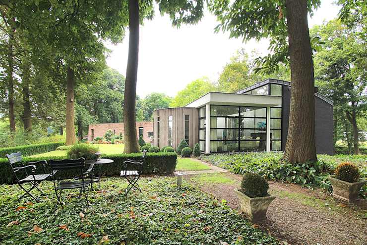 Aanpassingen en nieuwe indeling Moderne huizen van Engelman Architecten BV Modern