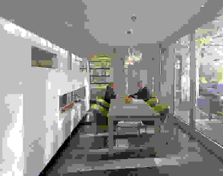 kastenwand als afscheiding tussen eet- en werkgedeelte :  Eetkamer door Engelman Architecten BV,