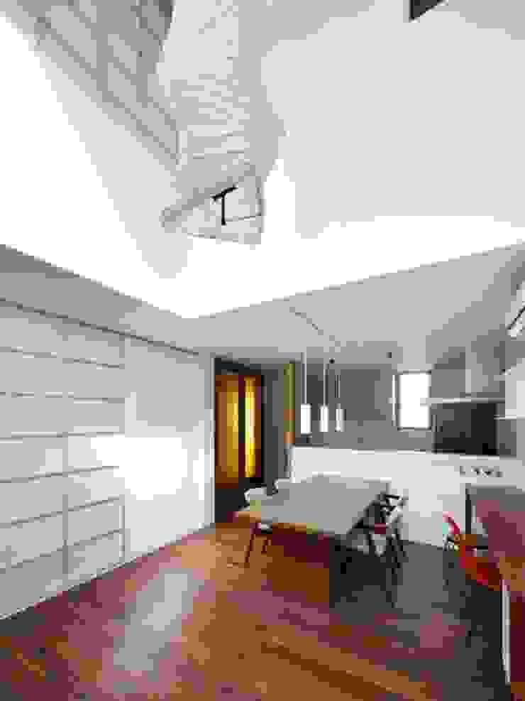 Ruang Keluarga Modern Oleh 6th studio / 一級建築士事務所 スタジオロク Modern
