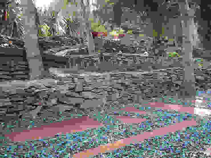 ruiz narvaiza associats sl Mediterranean style garden