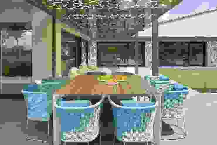 ruiz narvaiza associats sl Modern balcony, veranda & terrace