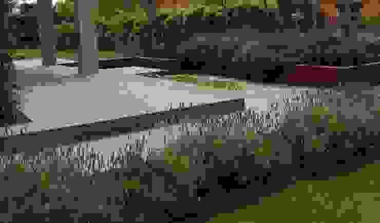 ruiz narvaiza associats sl Modern garden