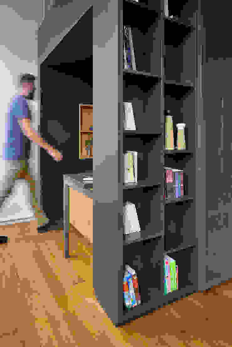 Estudios y despachos de estilo minimalista de Tymeno Minimalista