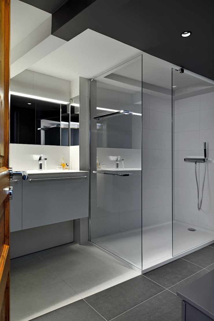 Minimalist bathroom by Tymeno Minimalist