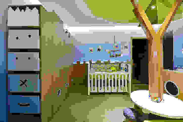 Casa Cor RS 2014 – Floresta Encantada Quarto infantil moderno por Mundstock Arquitetura Moderno