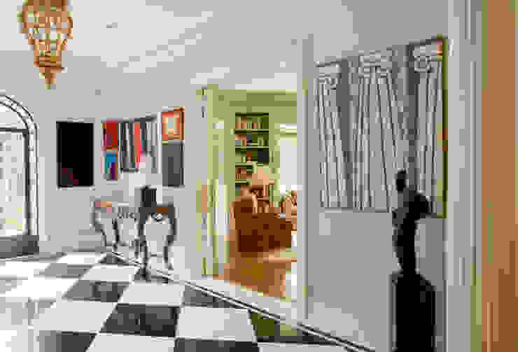 Couloir, entrée, escaliers classiques par Allan Malouf Arquitetura e Interiores Classique