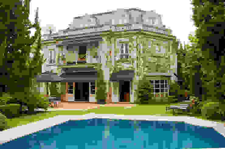 French Chateaux Casas clássicas por Allan Malouf Arquitetura e Interiores Clássico