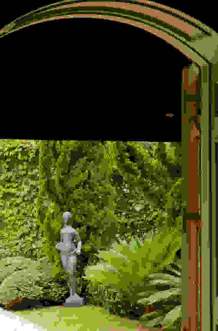 Jardin classique par Allan Malouf Arquitetura e Interiores Classique