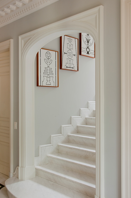 Allan Malouf Arquitetura e Interiores ทางเดินสไตล์คลาสสิกห้องโถงและบันได