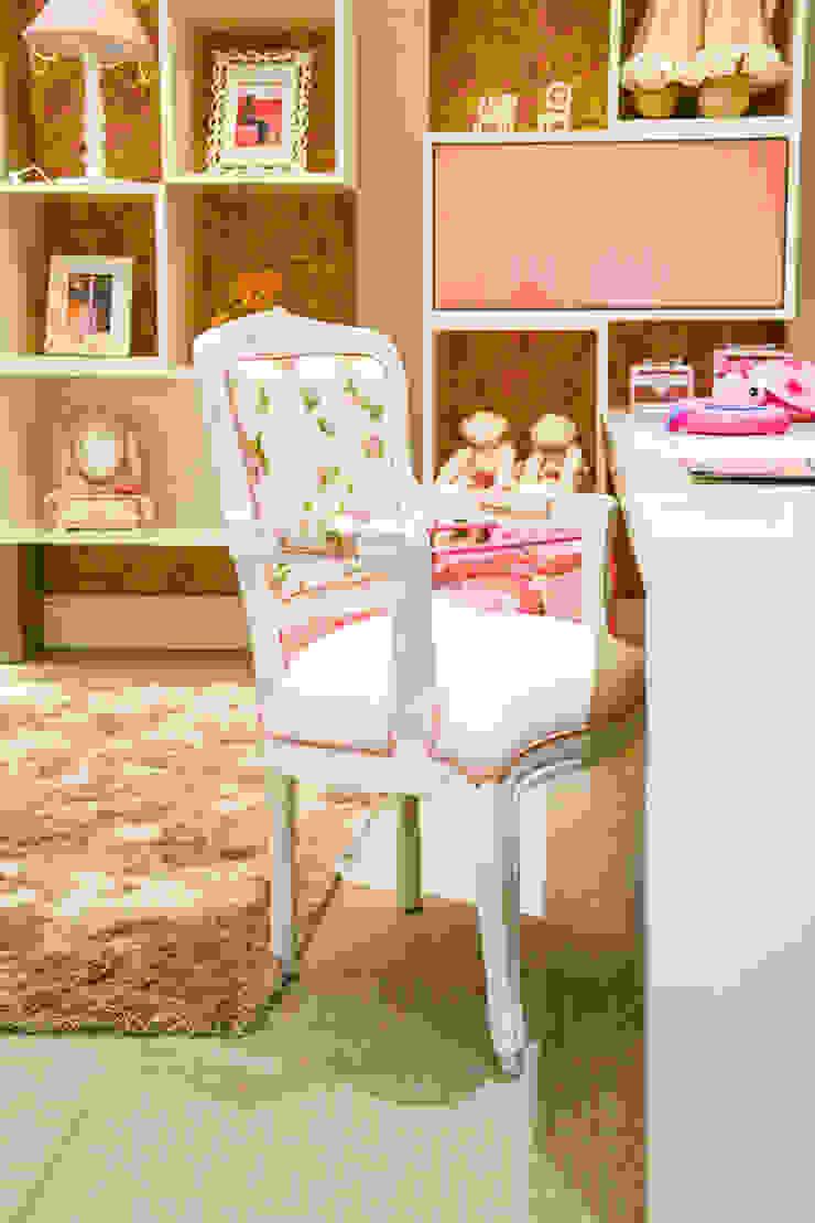 Quarto Menina 2 – Mostra Baby Dreams House Quarto infantil moderno por Heller Arquitetura e Interiores Moderno