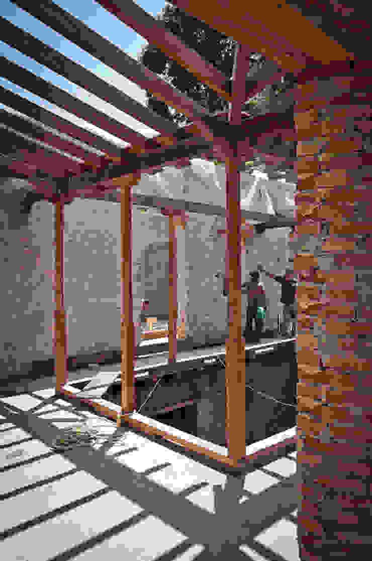Casa Quintero:  de estilo colonial por Paolini Arquitectos, Colonial
