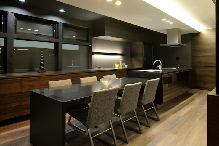 Dining kitchen: 株式会社 Atelier-Dが手掛けた現代のです。,モダン 木 木目調