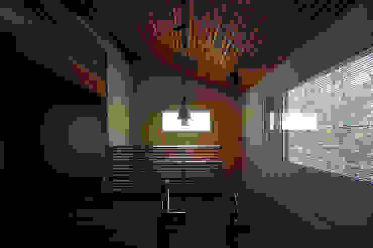 こもれびのいえ クラシカルな 家 の フーム空間計画工房 クラシック 木 木目調