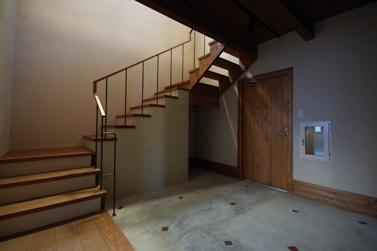 こもれびのいえ クラシカルスタイルの 玄関&廊下&階段 の フーム空間計画工房 クラシック