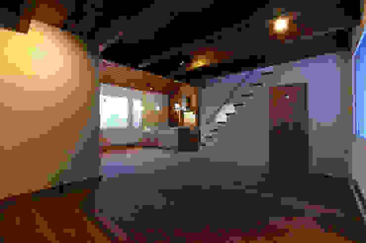 こもれびのいえ クラシックデザインの リビング の フーム空間計画工房 クラシック