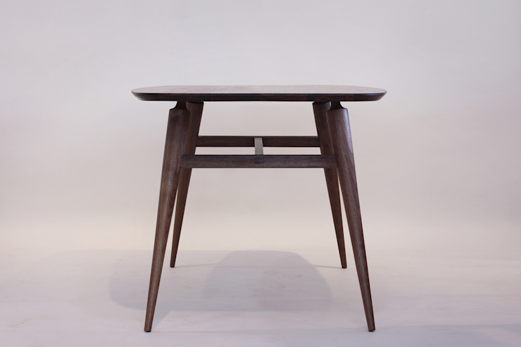 Handwerker R-1 table: HANDWERKER의 현대 ,모던 우드 우드 그레인