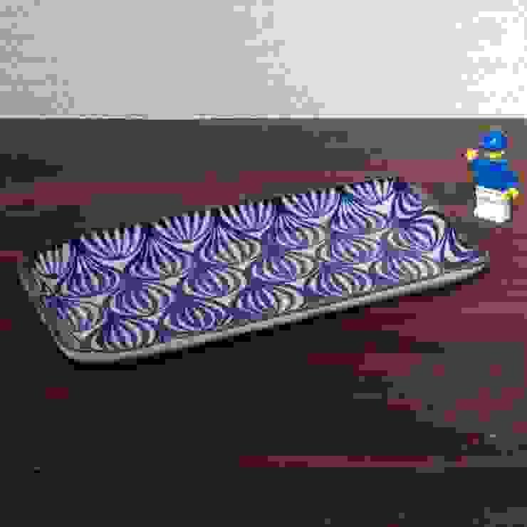 タマネギ柄のシカクトレー: キカキカクが手掛けた現代のです。,モダン 陶器