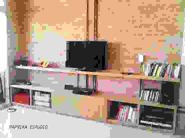 MESAS Y MUEBLES DE TV de Paprika Estudio Moderno