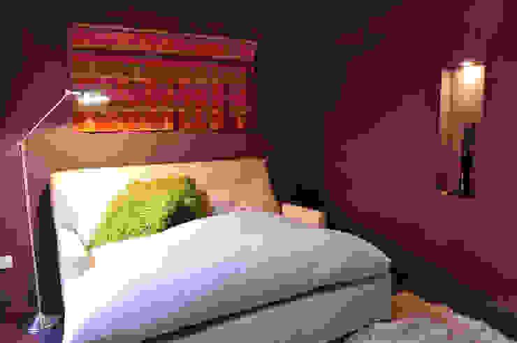 Encuentro Dormitorios modernos: Ideas, imágenes y decoración de Estudio Moron Saad Moderno