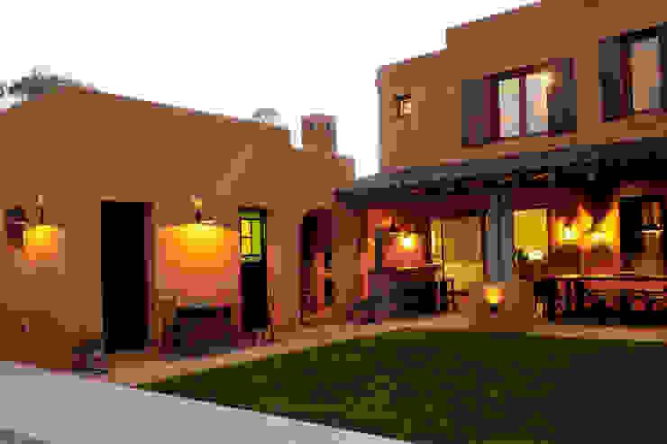 Encuentro Casas modernas: Ideas, imágenes y decoración de Estudio Moron Saad Moderno