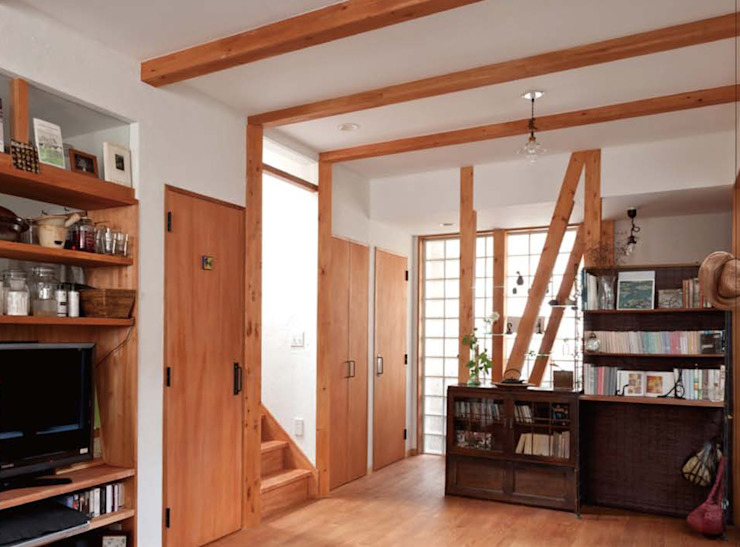 自然素材を生かした家 モダンデザインの リビング の ユミラ建築設計室 モダン