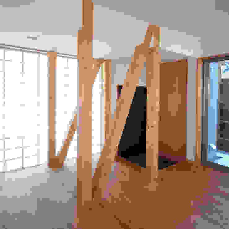 自然素材を生かした家 モダンスタイルの 玄関&廊下&階段 の ユミラ建築設計室 モダン