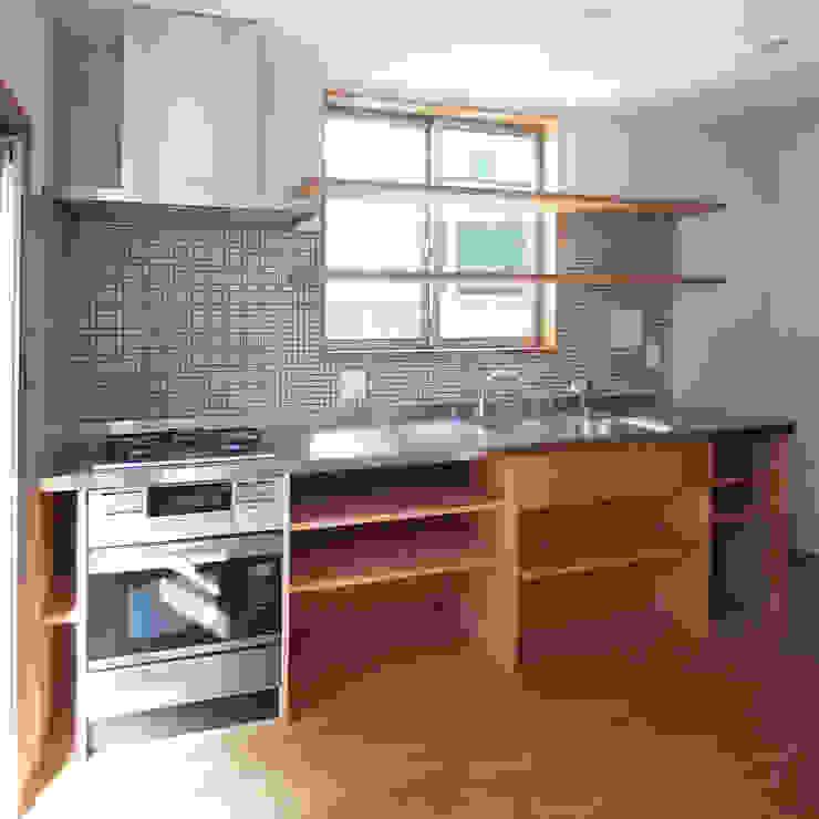 自然素材を生かした家 モダンな キッチン の ユミラ建築設計室 モダン