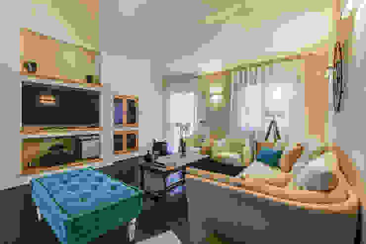 Salas de estar clássicas por Erina Home Staging Clássico