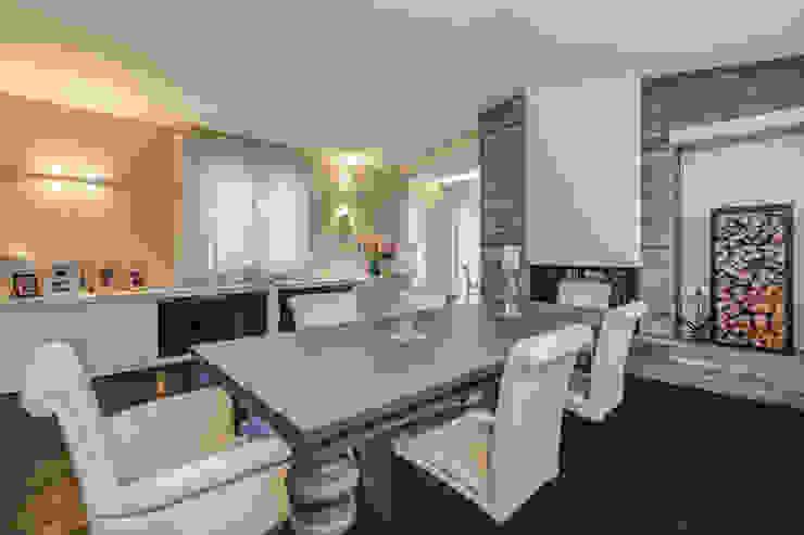 OPEN SPACE IN VILLA Sala da pranzo in stile classico di Erina Home Staging Classico