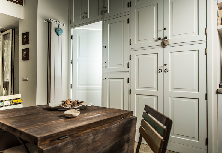 Appartamento Napoli Modern dining room by Giuliana Andretta Architetto Modern