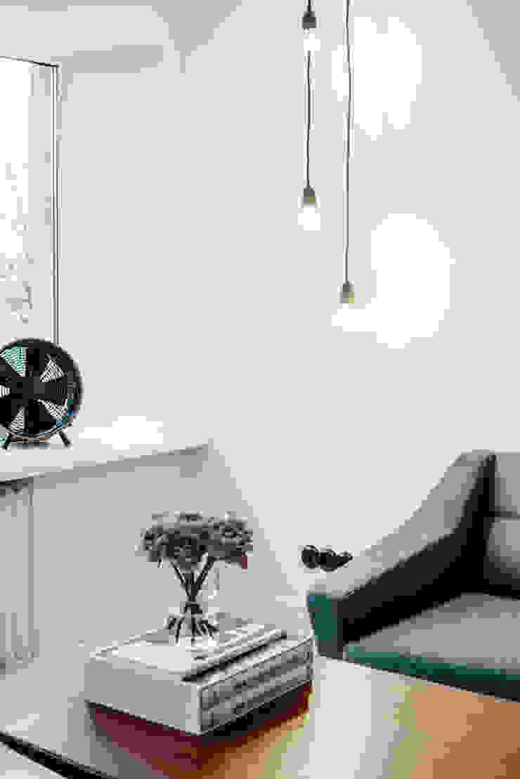 Skandinavisch Einrichten in einem alten Holzhaus in Tallinn Livings de estilo escandinavo de Baltic Design Shop Escandinavo