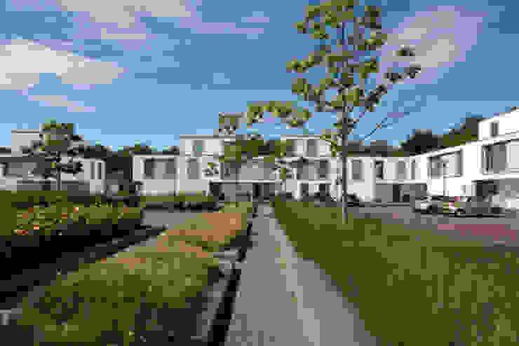 bospatio's Moderne huizen van JMW architecten Modern Steen