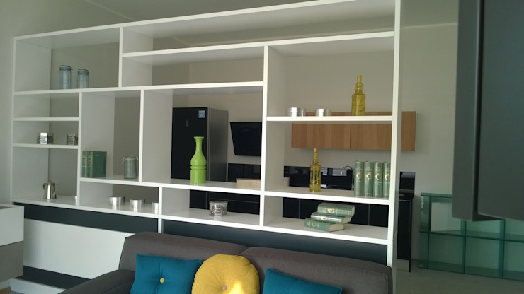 Vibo Cucine sas di Olivero Bruno e c. Living roomShelves