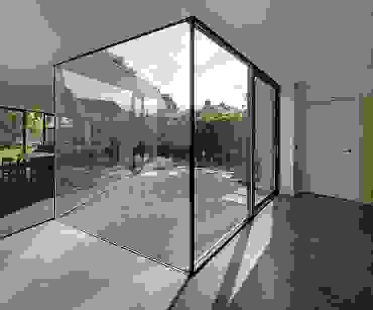 uitbreiding woonhuis Moderne ramen & deuren van JMW architecten Modern Glas