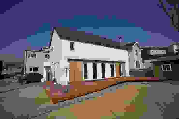 Sunlight House 빛이 쏟아지는 집 모던스타일 주택 by ADMOBE Architect 모던