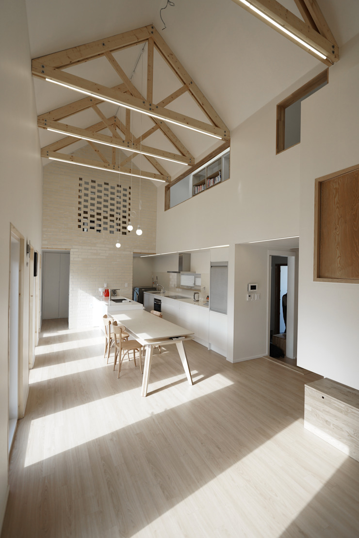Sunlight House 빛이 쏟아지는 집 모던스타일 다이닝 룸 by ADMOBE Architect 모던