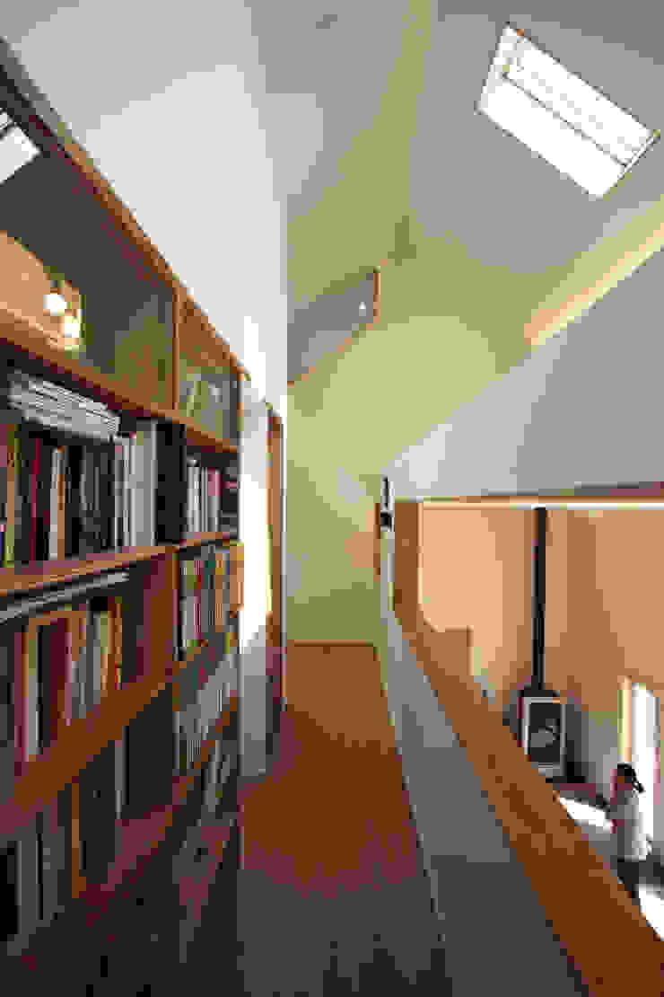 Sunlight House 빛이 쏟아지는 집 모던스타일 복도, 현관 & 계단 by ADMOBE Architect 모던
