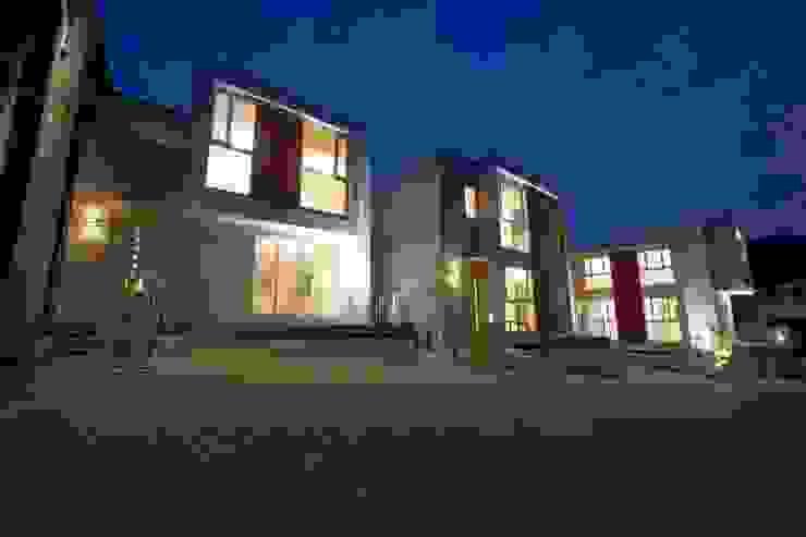 Maisons modernes par STILL SOLID/スチルソリッド一級建築士事務所 Moderne