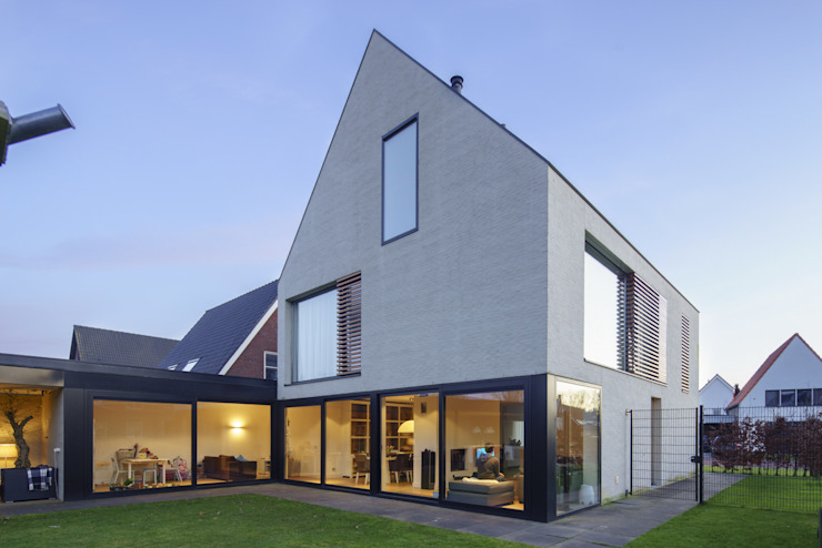Modern houses by JMW architecten Modern Bricks