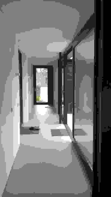 uitbreiding woonhuis Moderne gangen, hallen & trappenhuizen van JMW architecten Modern Steen