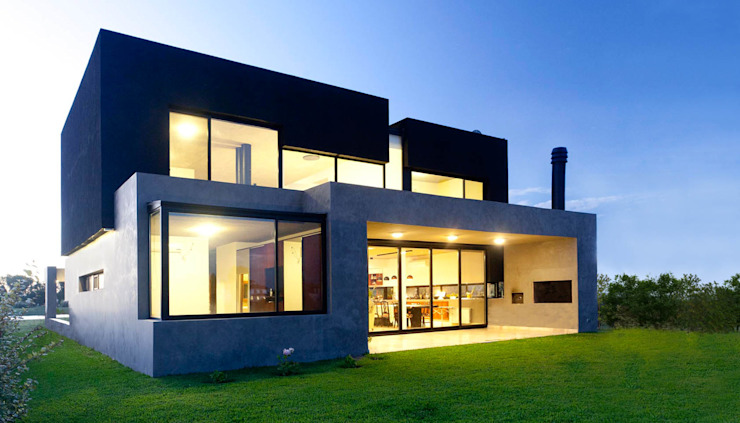 Houses by Speziale Linares arquitectos, Modern