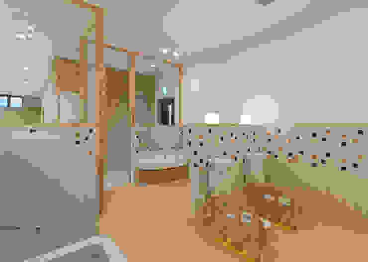 事業所内託児所 トイレ アジア風医療機関 の 宮田建築設計室 和風