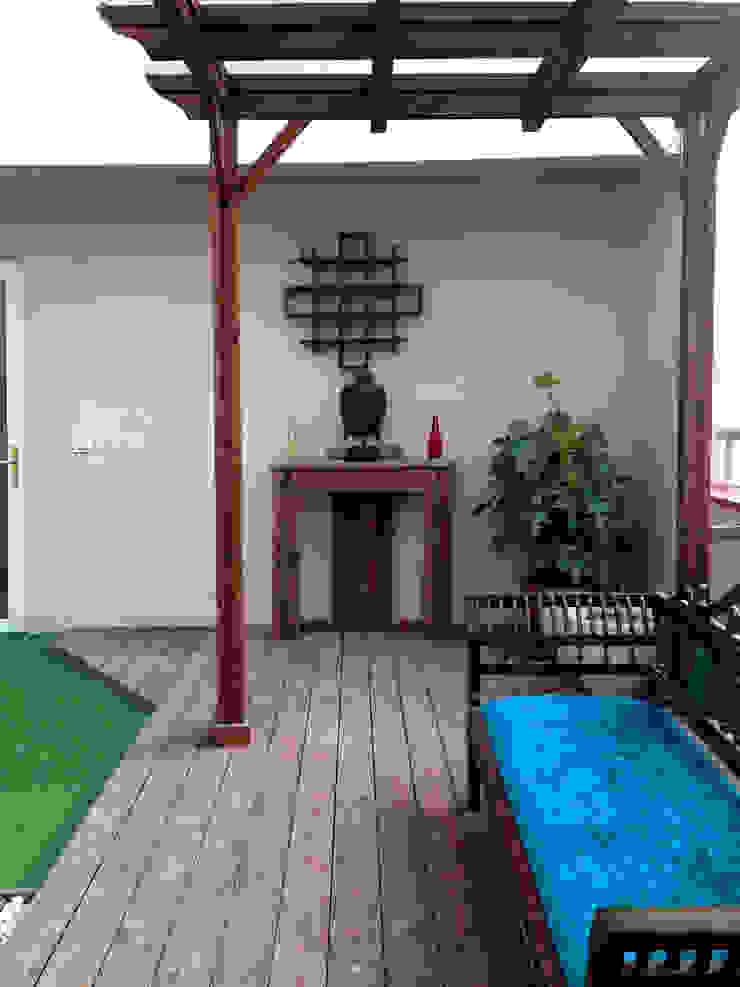 Penthouse Terrace makeover Classic style balcony, veranda & terrace by Studio Earthbox Classic