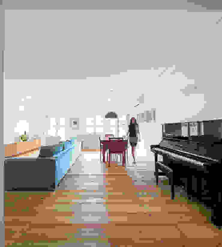 REMODELAÇÃO_APARTAMENTO RESTELO   Lisboa   PT Salas de estar modernas por OW ARQUITECTOS lda   simplicity works Moderno