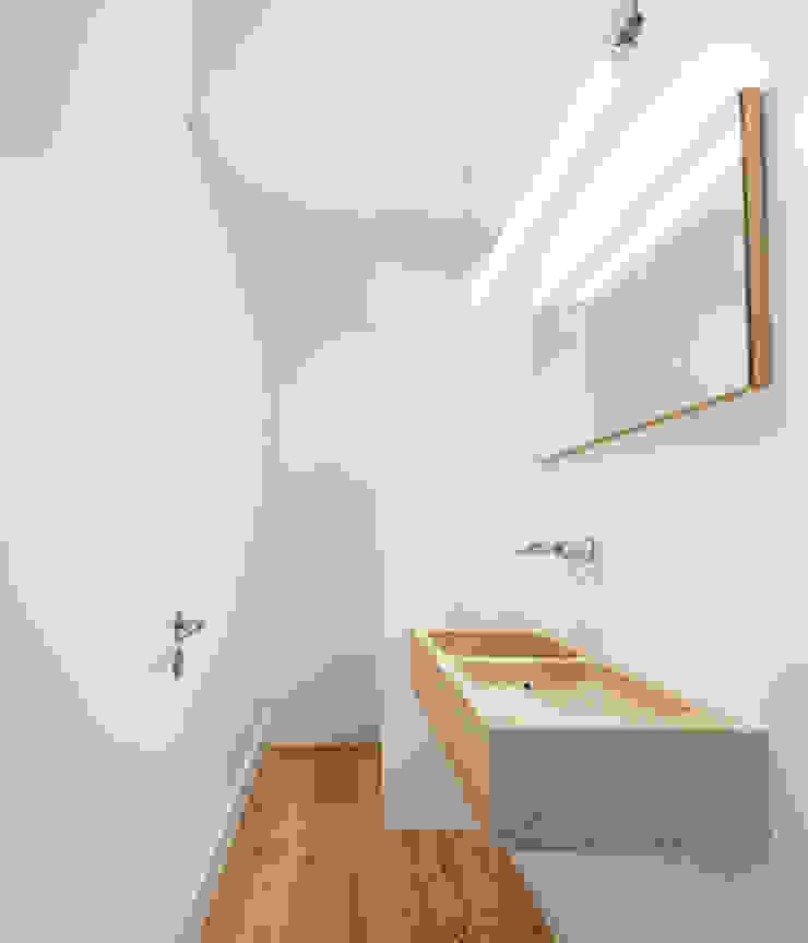 REMODELAÇÃO_APARTAMENTO RESTELO   Lisboa   PT Casas de banho modernas por OW ARQUITECTOS lda   simplicity works Moderno