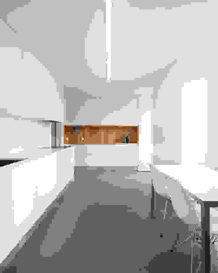 REMODELAÇÃO_APARTAMENTO RESTELO   Lisboa   PT Cozinhas modernas por OW ARQUITECTOS lda   simplicity works Moderno