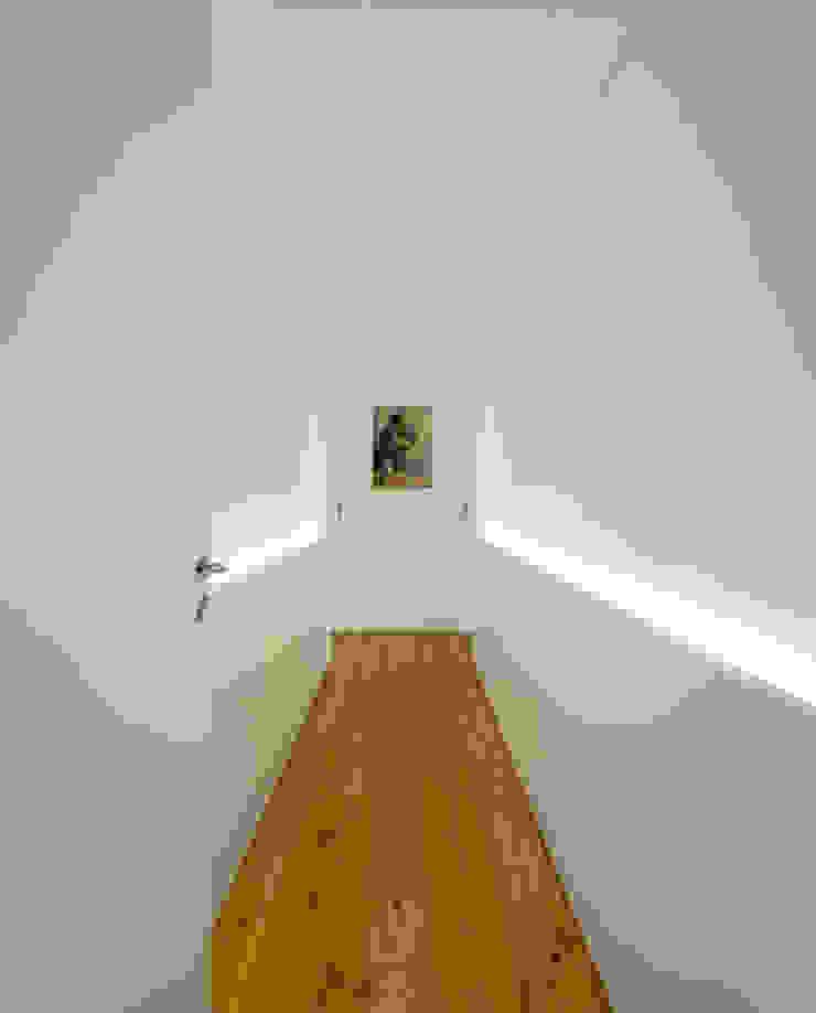 REMODELAÇÃO_APARTAMENTO RESTELO   Lisboa   PT Corredores, halls e escadas modernos por OW ARQUITECTOS lda   simplicity works Moderno